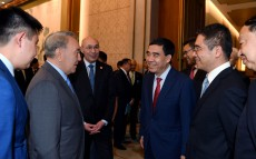 Meeting with business people of the People's Republic of China